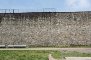 WALL PRISON